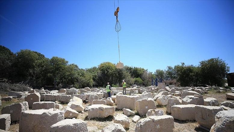 Ayağa Kaldırılma Çalışmaları Süren 2000 Yaşındaki Neron Deniz Feneri'ne Ait Olan Antik Taşlar,